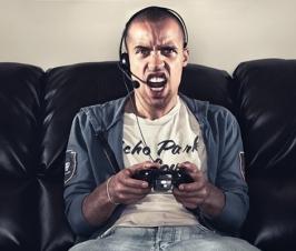 Miért viselkednek durván egymással az online játékosok? Pszichológiai tanulmány